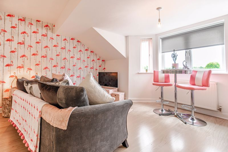 1 bed flat for sale in Hewell Road 5