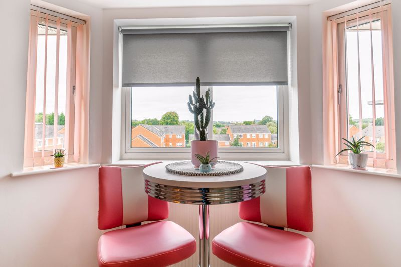 1 bed flat for sale in Hewell Road 7