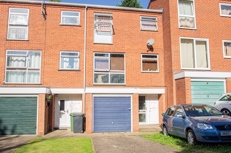3 bed house for sale in Old Crest Avenue 1
