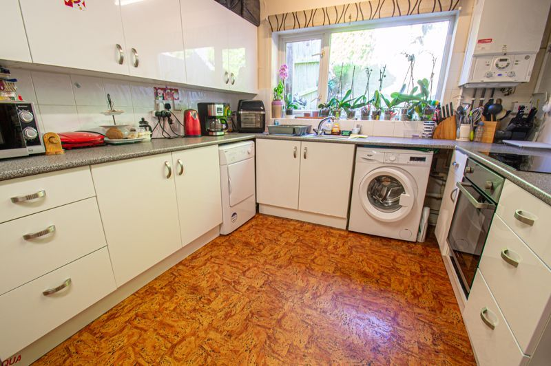 3 bed house for sale in Old Crest Avenue 4