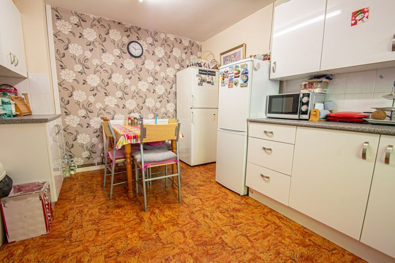 3 bed house for sale in Old Crest Avenue 5