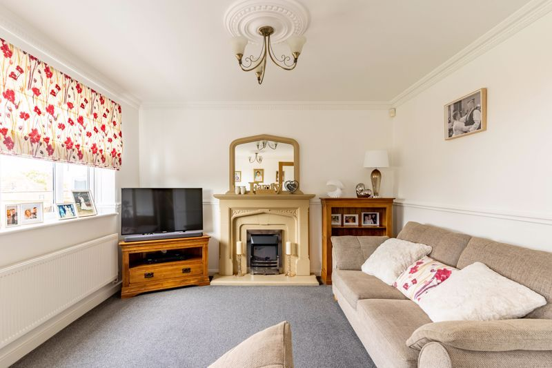 4 bed house for sale in Wynall Lane 2