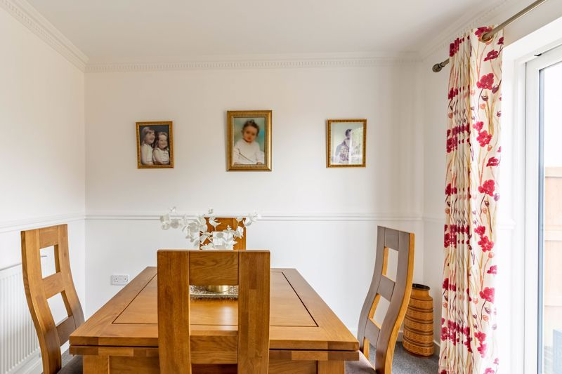 4 bed house for sale in Wynall Lane 4