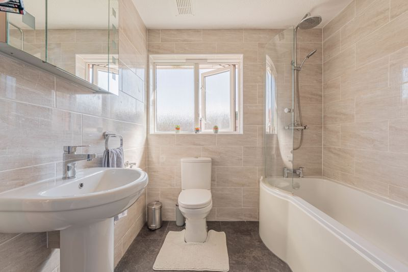 3 bed house for sale in Illey Close 10