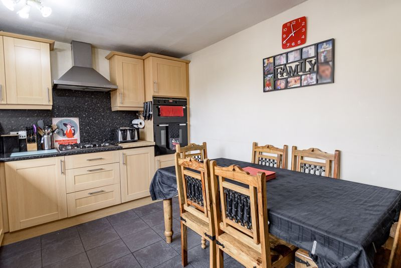 3 bed house for sale in Shelley Close 4