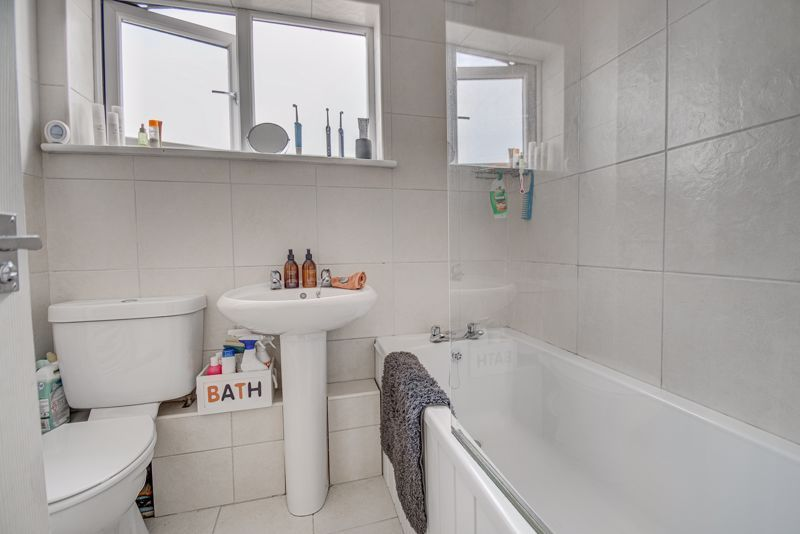 3 bed house for sale in Shelley Close 8