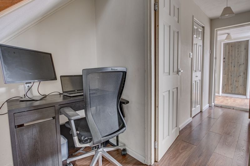 3 bed house for sale in Shelley Close 9