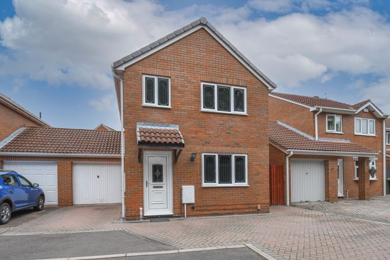 3 bed house for sale in Foxcote Close 1