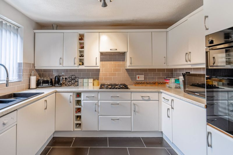 3 bed house for sale in Foxcote Close 2
