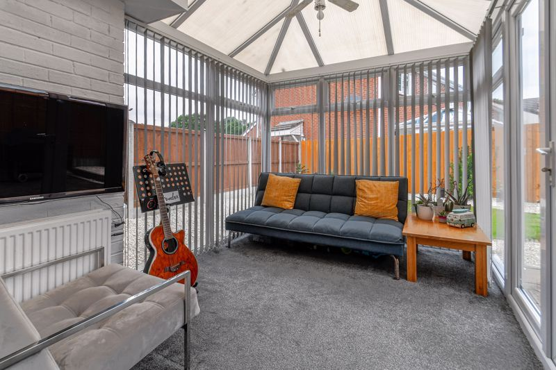 3 bed house for sale in Foxcote Close 6