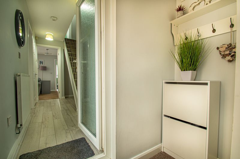 3 bed house for sale in Ashdown Close 2