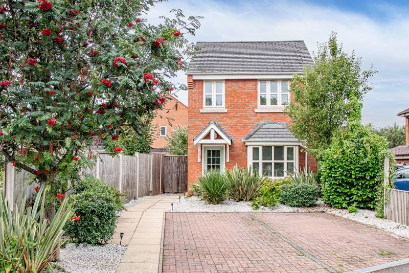 3 bed house for sale in Shrubbery Road 1