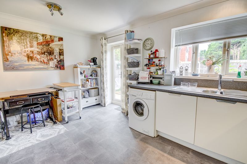 3 bed house for sale in Shrubbery Road  - Property Image 7