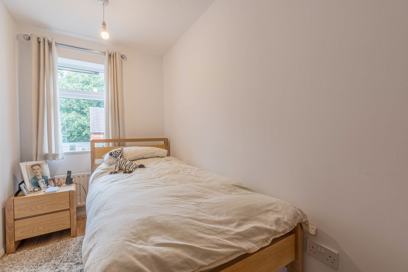 2 bed house for sale in Knowle Close 5