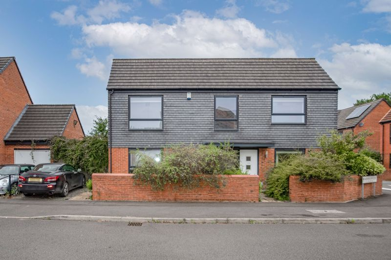 2 bed house for sale in Lower Beeches Road 1