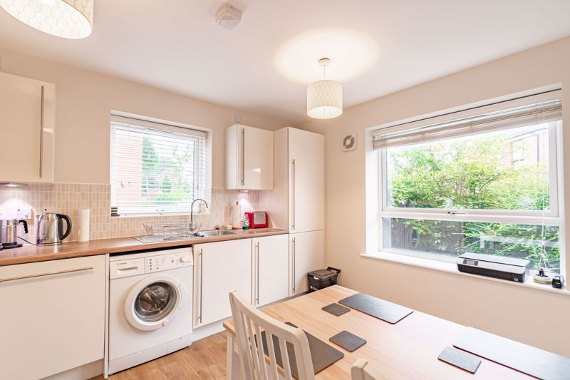2 bed house for sale in Lower Beeches Road  - Property Image 4