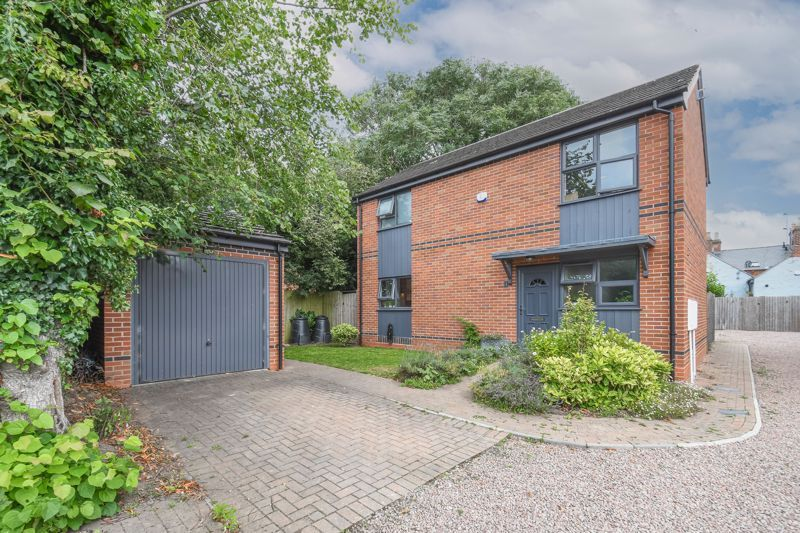 3 bed house for sale in Foregate Street 1