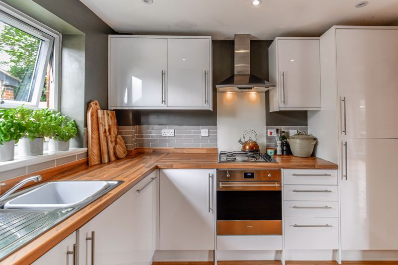 3 bed house for sale in Foregate Street 2
