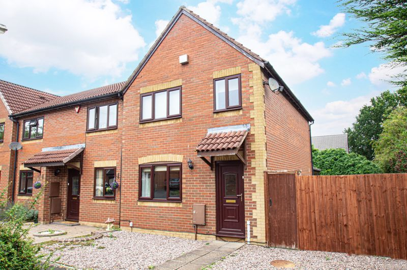 3 bed house for sale in Appletree Close 1