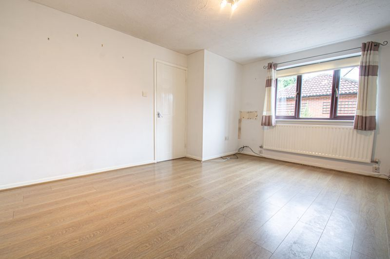 3 bed house for sale in Appletree Close 3