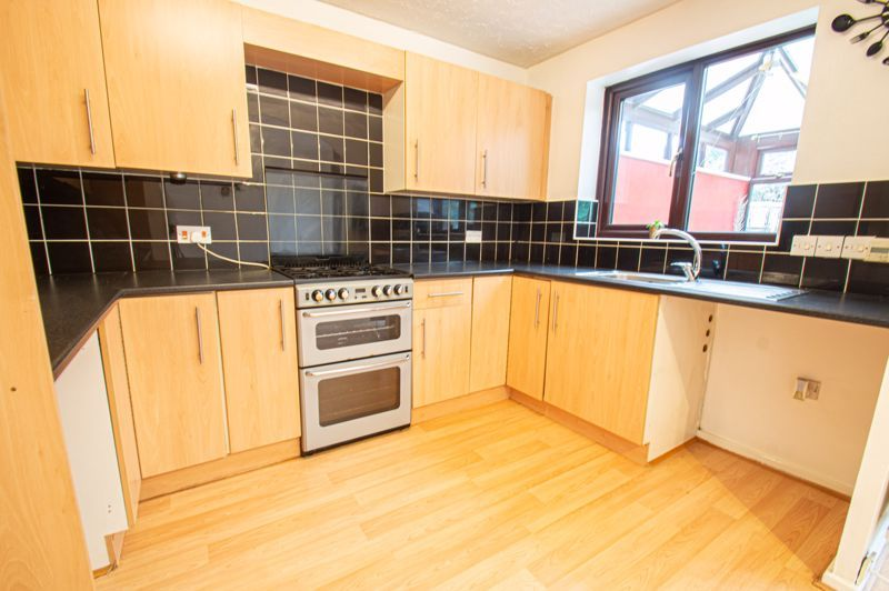 3 bed house for sale in Appletree Close 4