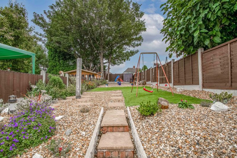 2 bed house for sale in Highfield Crescent 11