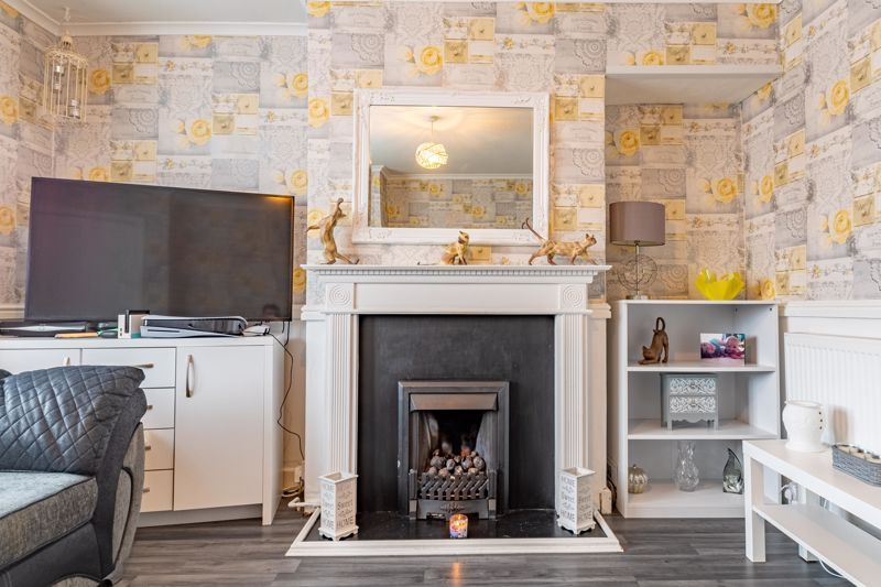 2 bed house for sale in Highfield Crescent 3