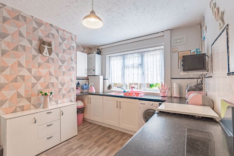 2 bed house for sale in Highfield Crescent 4