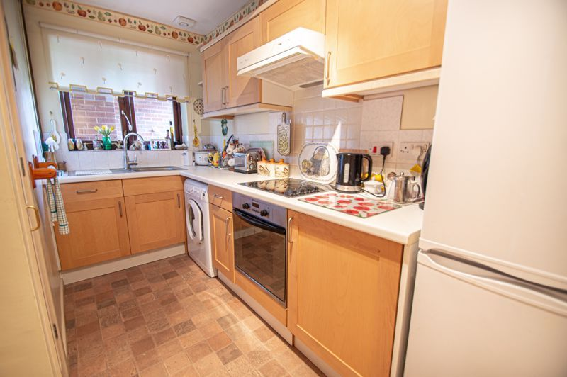 2 bed bungalow for sale in Stonehouse Close  - Property Image 4
