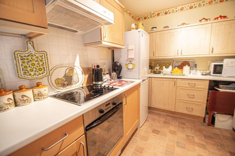 2 bed bungalow for sale in Stonehouse Close 5