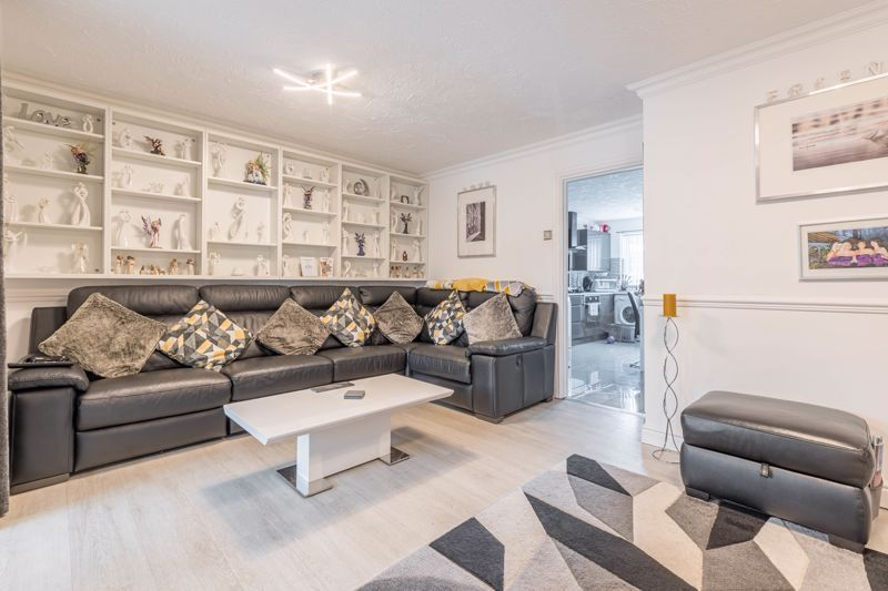 3 bed house for sale in Fountain Close 3