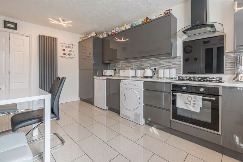 3 bed house for sale in Fountain Close 4