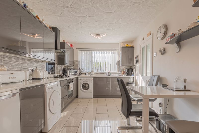 3 bed house for sale in Fountain Close 5
