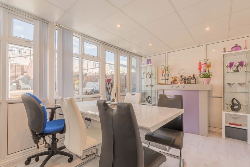 3 bed house for sale in Fountain Close 6