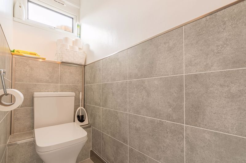 3 bed house for sale in Fountain Close 7
