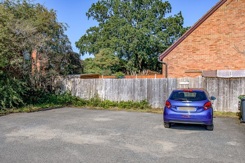 1 bed house for sale in Barley Croft  - Property Image 8