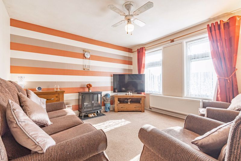 3 bed house for sale in Ashdown Close  - Property Image 2