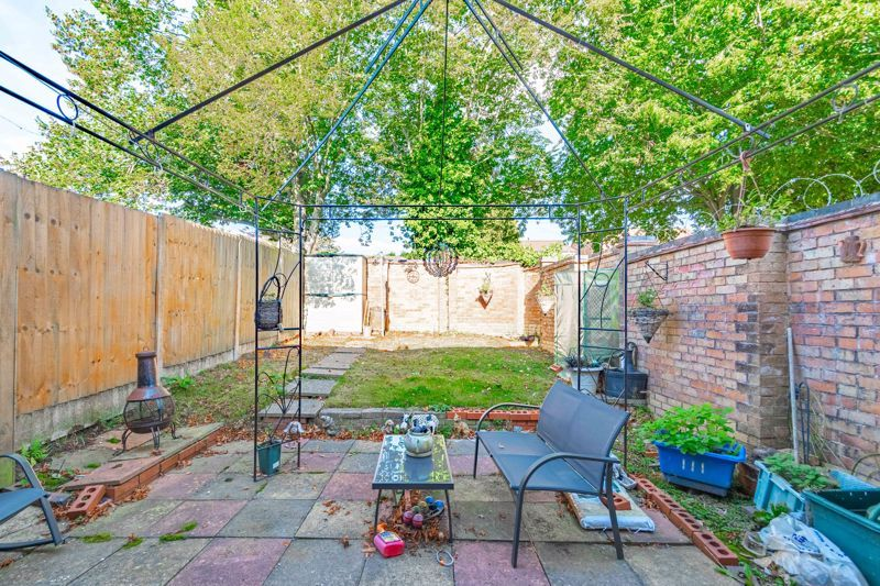 3 bed house for sale in Ashdown Close 12
