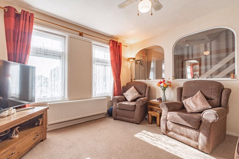 3 bed house for sale in Ashdown Close 3