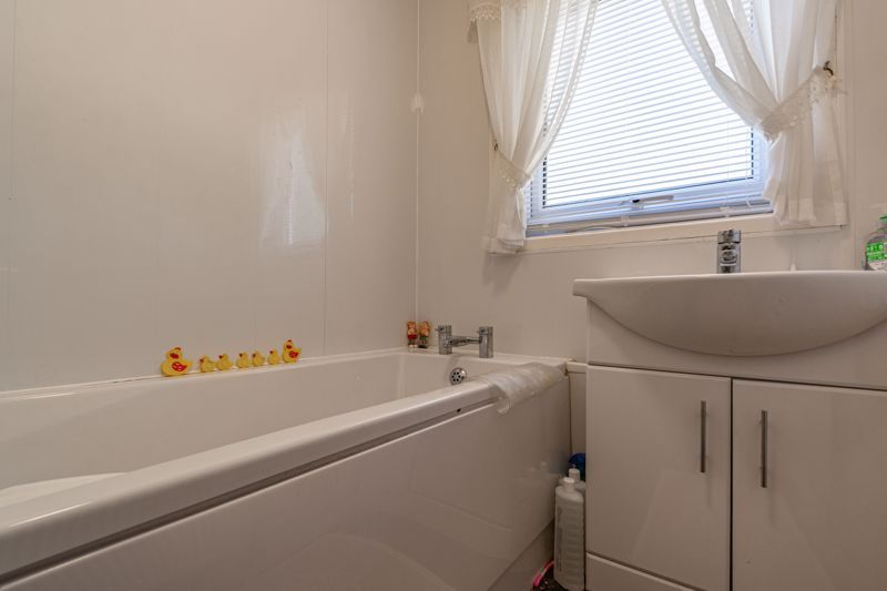 3 bed house for sale in Ashdown Close  - Property Image 10