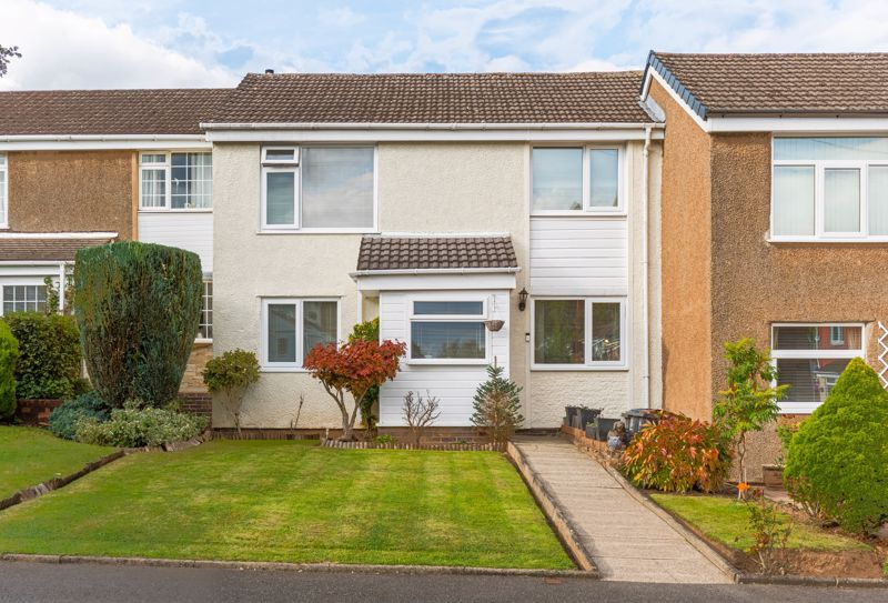 3 bed house for sale in The Roundabout  - Property Image 1