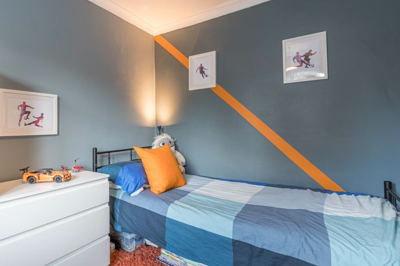 3 bed house for sale in The Roundabout  - Property Image 11
