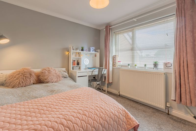 3 bed house for sale in The Roundabout 12