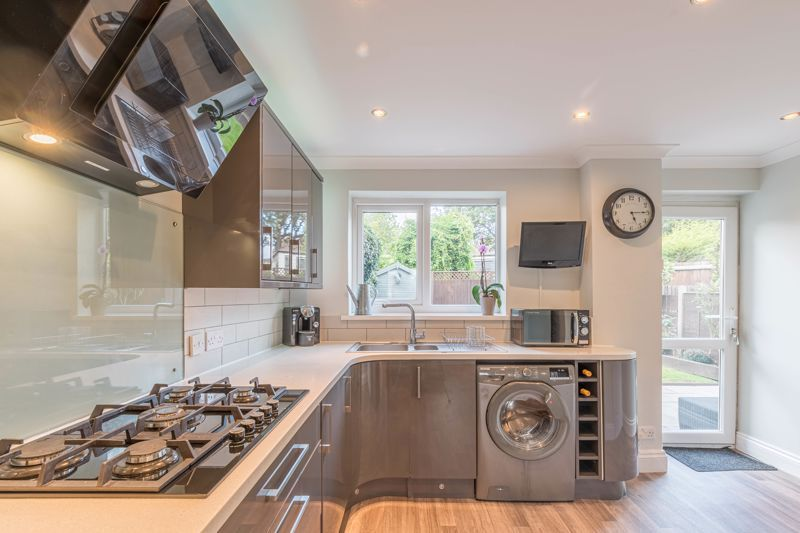 3 bed house for sale in The Roundabout  - Property Image 4