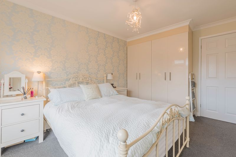 3 bed house for sale in The Roundabout  - Property Image 8