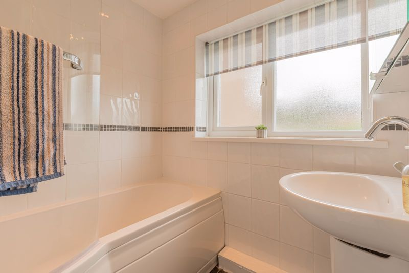 3 bed house for sale in The Roundabout  - Property Image 9