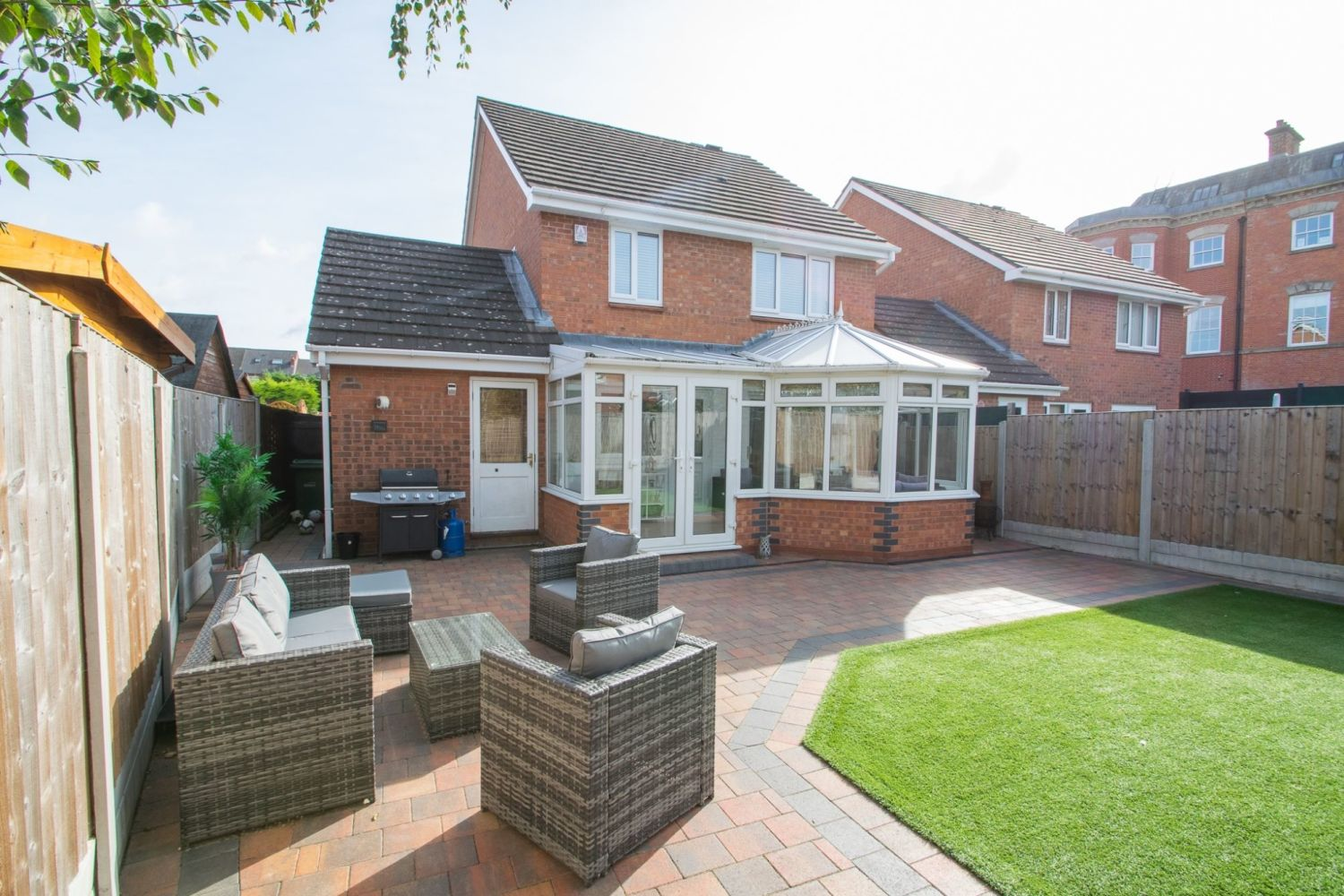 3 bed detached for sale in Batchelor Close, Amblecote 23