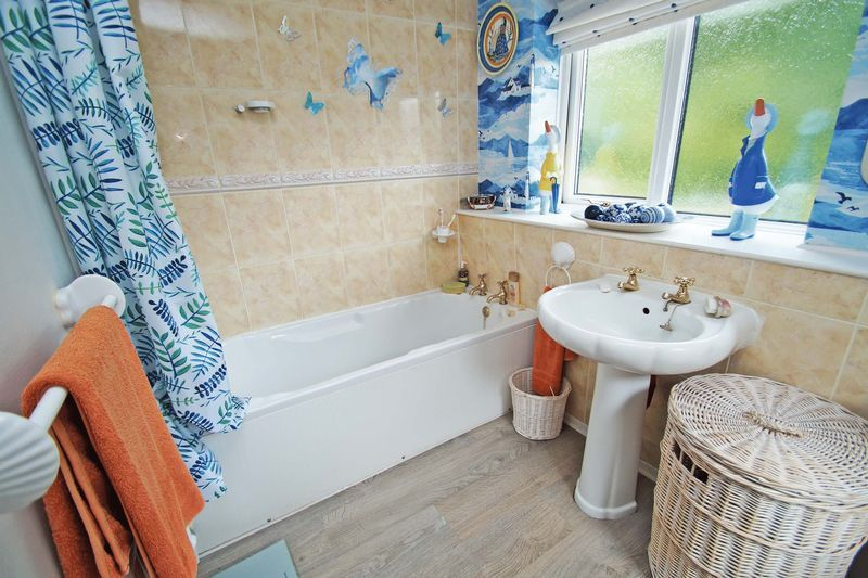 5 bed house for sale in Cranham Close  - Property Image 14