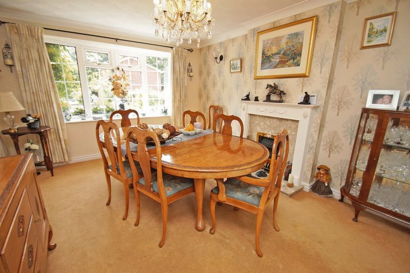 5 bed house for sale in Cranham Close 3