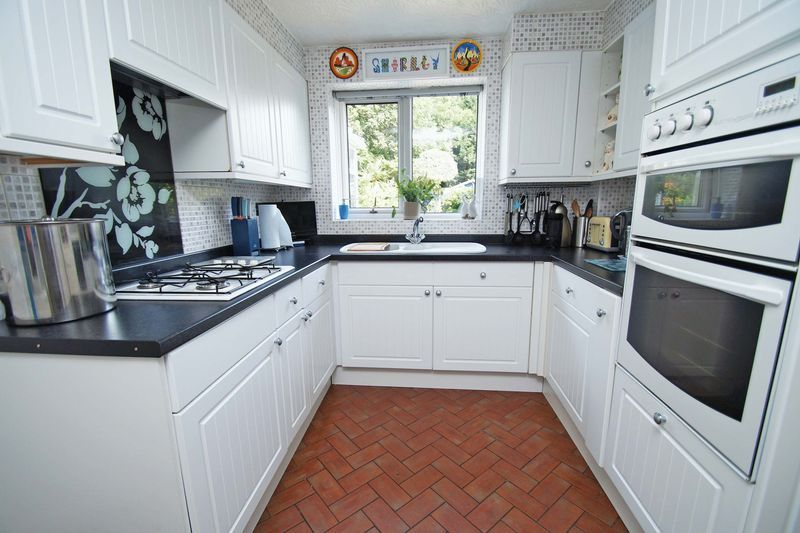 5 bed house for sale in Cranham Close 8